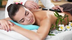 30 Minuten Rückenmassage mit heißen Basaltsteinen