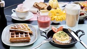 Internationales Frühstücksbuffet